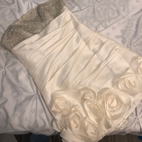 Beautiful white formal dress 🌸